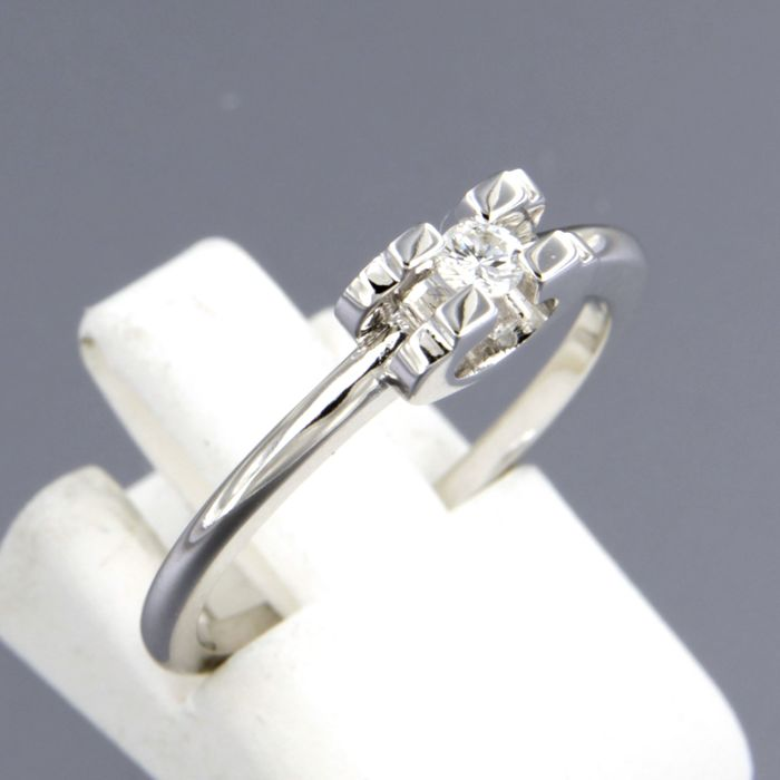 14 kt white gold solitaire ring set with brilliant cut diamond, ring size 17.25 (54)
