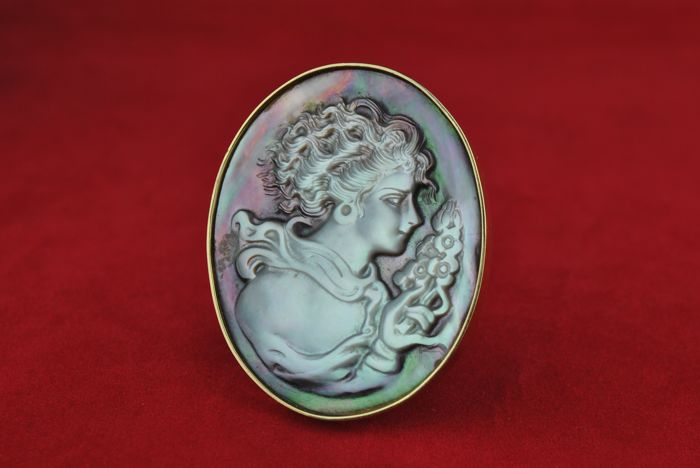 """Lady of Flowers"" Intricately carved Mother of Pearl Oval BROOCH set on 18k/750 Yellow Gold Frame & Clasp - Size 51mm x 41mm"