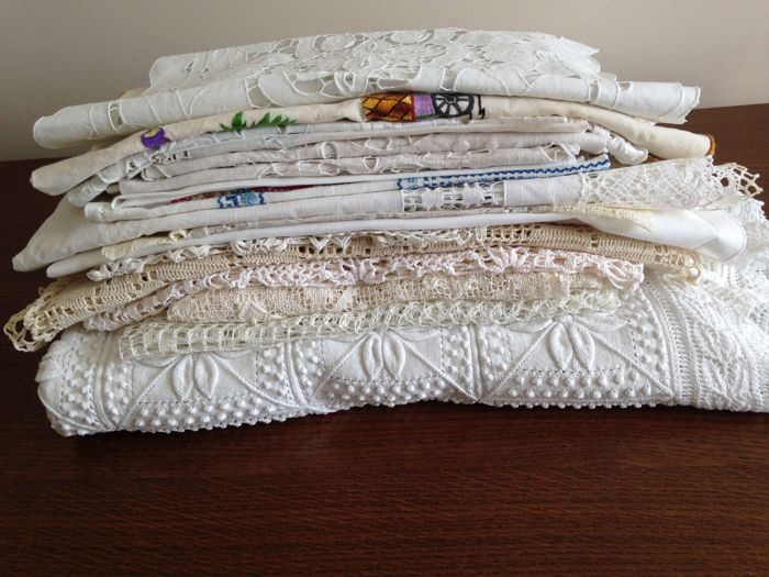 Lot of 25 tablecloths, old naperons, crochet, embroidered and openwork 100% Cotton