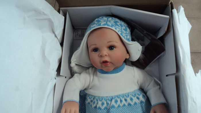 Collectable doll - Eskimo kisses - the Ashton - Drake galleries