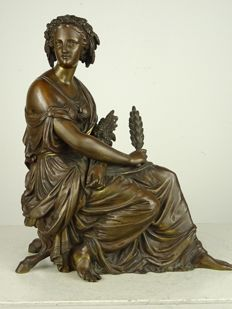 Fine bronze statue of a seated woman, probably the Goddess Ceres - France - second half of the 19th century