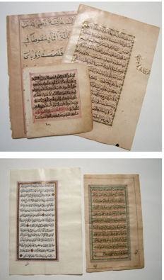 Manuscript; Lot with 3 gold illuminated Quran leaves [together with:] 2 Islamic Dalayl Alkhayrat leaves - 1788/1868