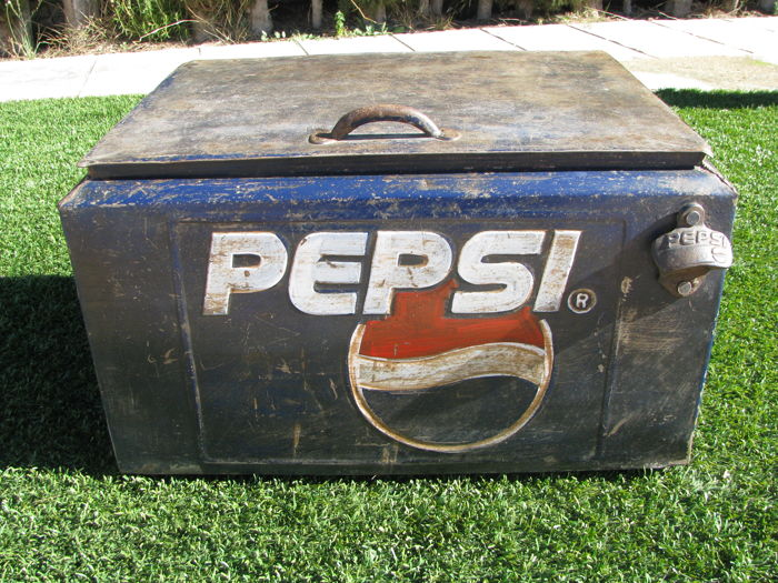 Old VINTAGE PEPSI FRIDGE made of metal, excellent original piece