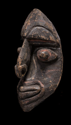 Unusual mask from the upper reaches of the Sepik, Kwoma(?), Nukuma(?), Papua New Guinea