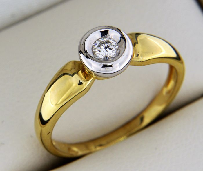 Ring in 18 kt gold with diamonds, size: 56