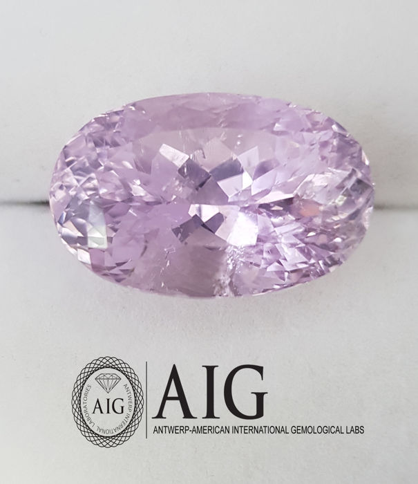 Kunzite – 33.80 ct – no reserve price