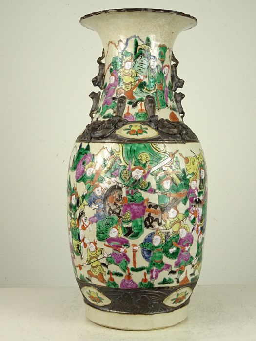 Fine Nanking porcelain vase with warriors - China - circa 1900