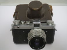 "Very rare model of the camera ""Zarya"" Model ""2a"" with an enlarged viewfinder up to 11 × 15 mm. The release is only half a year before the model is finished. Circulation 896 pieces.. USSR 1961 FED."