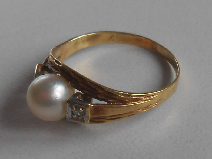14 Karat 585 Gold Ring With A Pearl And 2 Diamonds Rs 54 17