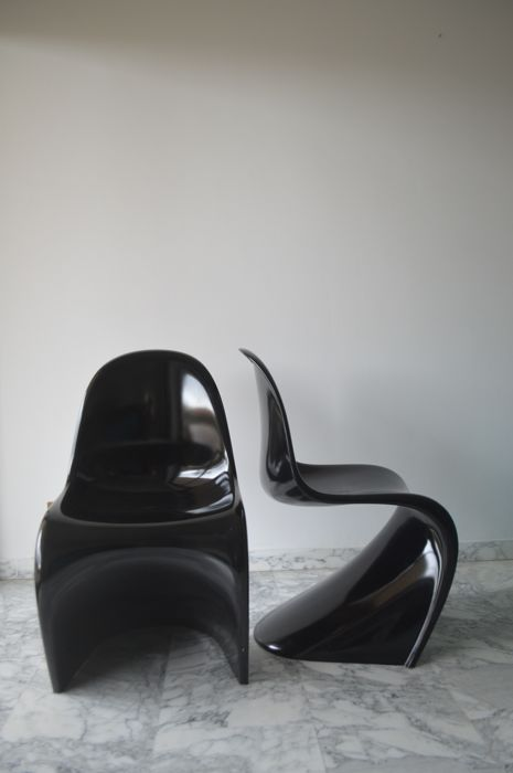 "Verner Panton for Vitra - Two ""Panton Classic Chair"" Seats - Glossy Black Fibreglass"