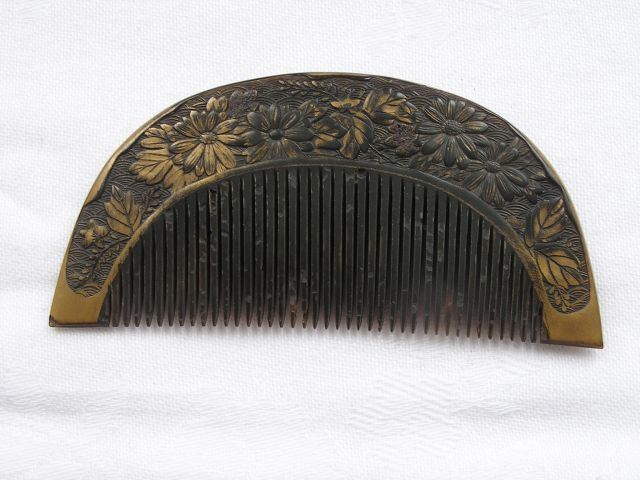 Lacquered tortoise-shell comb - Japan - ca. 1850