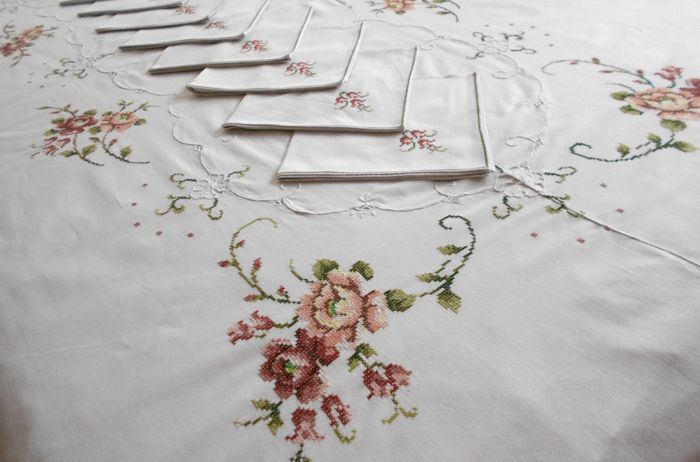 Fine tablecloth for 12 (including 12 napkins) with handmade embroidery