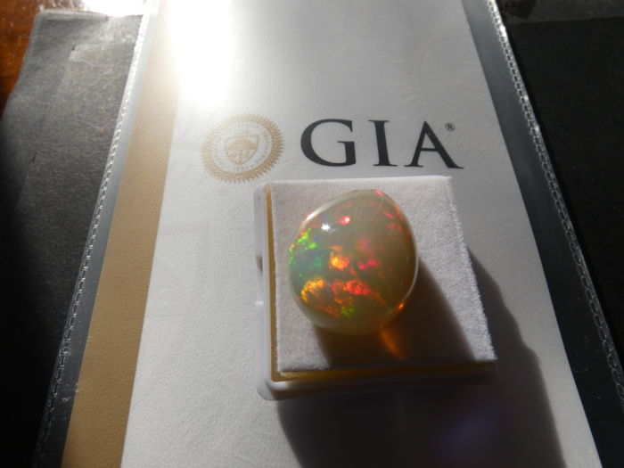 Natural opal for 26.10 ct