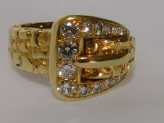 Belt ring in 18 kt yellow gold and 0.70 ct diamonds. Weight: 10.8 g Ring size: 52