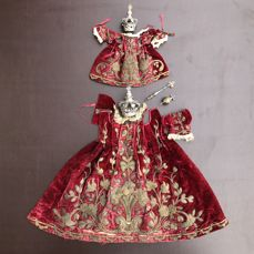 Set of rich tunics or thick clothes for Virgin and child statue with their crowns chiselled in sterling silver - from the 18th century