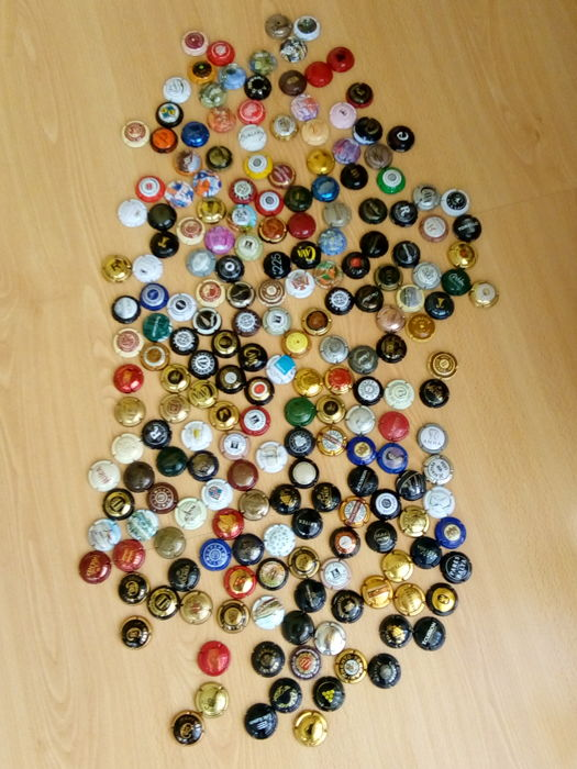 Collection of more than 200 capsules of champagne, cava and sparkling wine of France / Spain / Italy + 21 capsules of other countries (USA / Luxembourg / Germany / Portugal...)