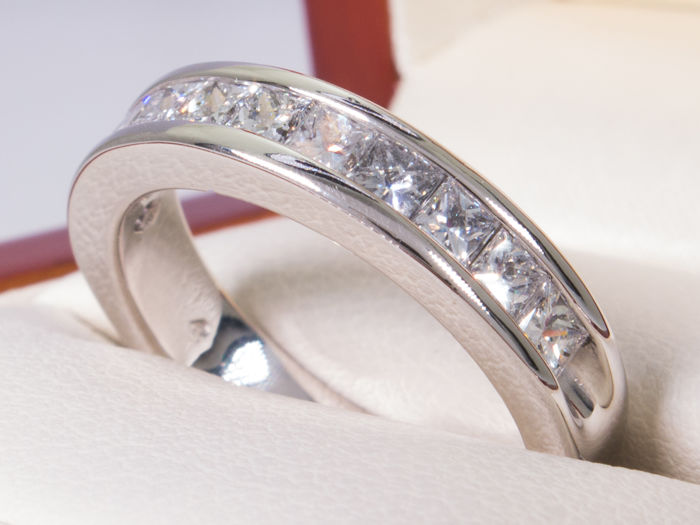 1.00 Ct eternity diamond ring - 11 large diamonds - **No Reserve**
