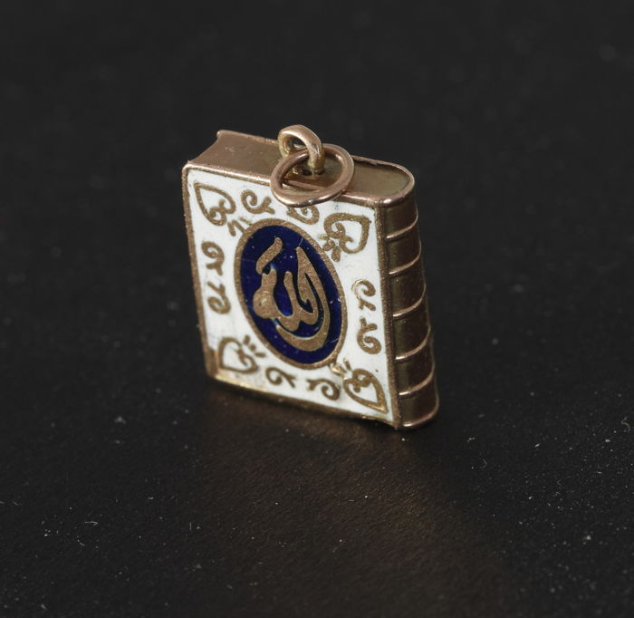Antique gold pendant miniature quran with islamic enamel antique gold pendant miniature quran with islamic enamel decorations minimum of 14 kt gold aloadofball Images