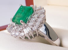2.80 Ct - Diamond & green emerald ring - **No Reserveprice***