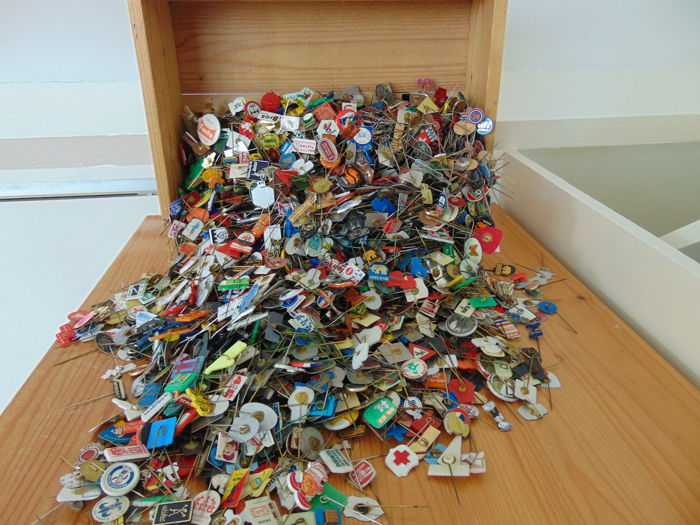 Mega collection of pins - over 4.300 pieces - 4.3 kg