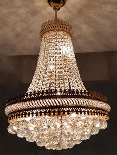 Chandelier of high quality crystal - late 20th century.