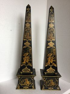 A pair of tin painted obelisks with Japonism decoration, 20th century