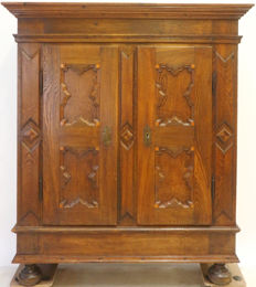 Oak storage cabinet with bun feet and nice panel doors - 18th century - Germany