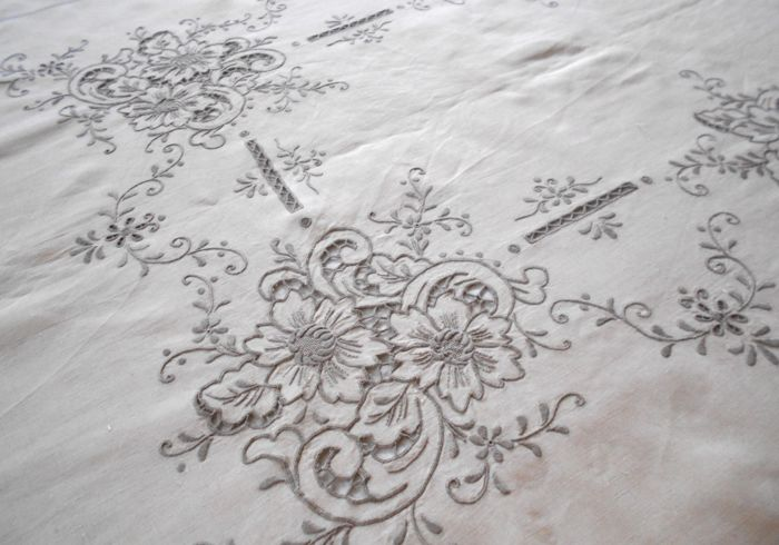 Magnificent vintage linen tablecloth with Madeira embroidery