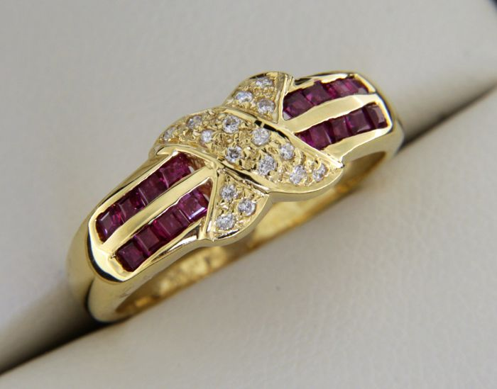 18 kt yellow gold ring with rubies and diamonds of 0.50 ct – size: 52
