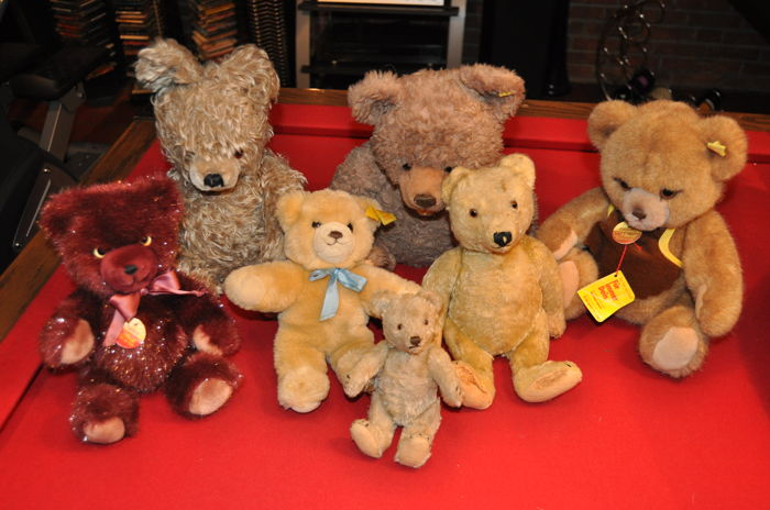 4 Steiff bears / teddy and 3 bears without marks, collection