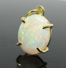 18 kt Yellow gold pendant, 1 opal oval cabochon-cut 2,90 ct