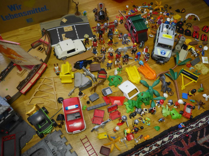 Collection - Playmobil from the 1970s, figures, cars, knight's castle, ship, animals and accessories