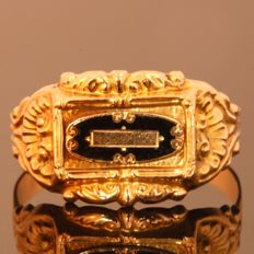 Antique gold enamelled unisex ring from 1840