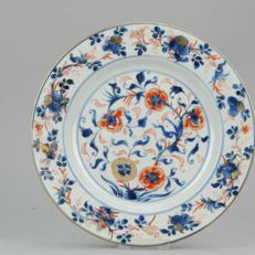 Large Imari  porcelain plate, Qing Qianlong - China - 18th c.