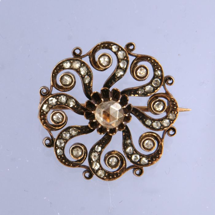 14 kt rose gold brooch set with rose cut diamonds of in total approximately 1.00 carat
