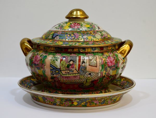 Porcelain tureen - China - second half of the 20th century