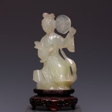 Beautiful serpentine carved sculpture, seated lady with fan - China - approx. 1960