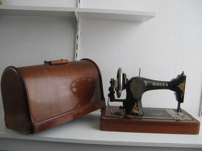 Sewing machine Singer 28K with wooden veneered hood, 1912