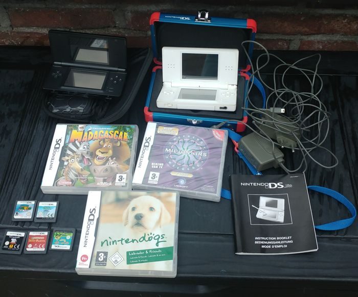 2 Nintendo DS lite white and black with 9 games