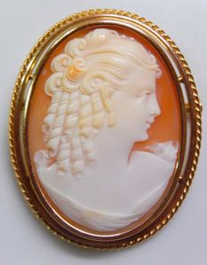 Beautiful cameo real shell with antique profile on 18 kt gold - Weight of 11.88 g