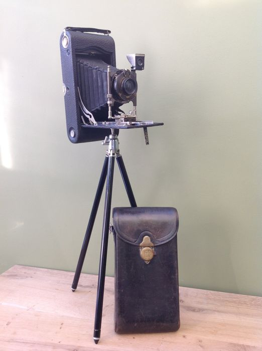 Kodak Number 3-A Autographic model C 15414 with leather case and tripod