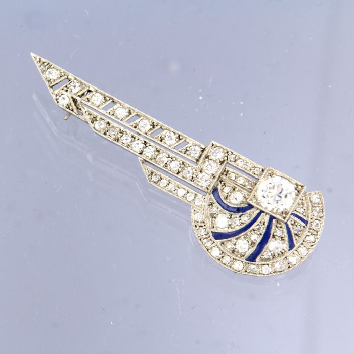 Platinum / gold Art Deco brooch with old European cut diamond and enamel