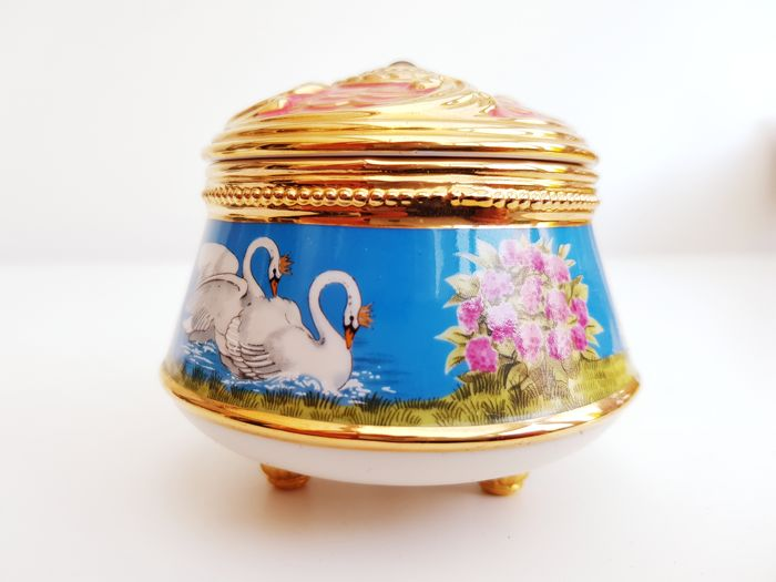 Fine 24kt gold plated Porcelain Music Box -