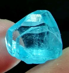 Gemmy Terminated Brazilian Blue Topaz - 15 x 13 x 13 mm - 20.30 ct