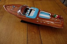 Very nice model of the boat Riva - Aquarama model - white/blue finish of the seats - 55 cm