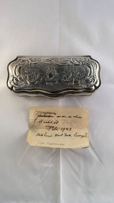 Silver tobacco box with a scene of ships, Jacob Abram Barbe, the Netherlands, The Hague, ca. 1775