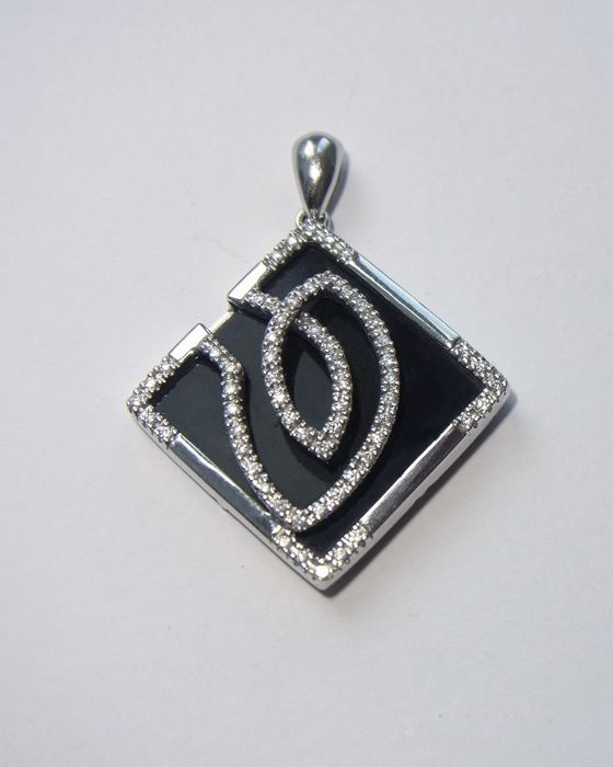 14kt black onyx and diamonds golden pendant