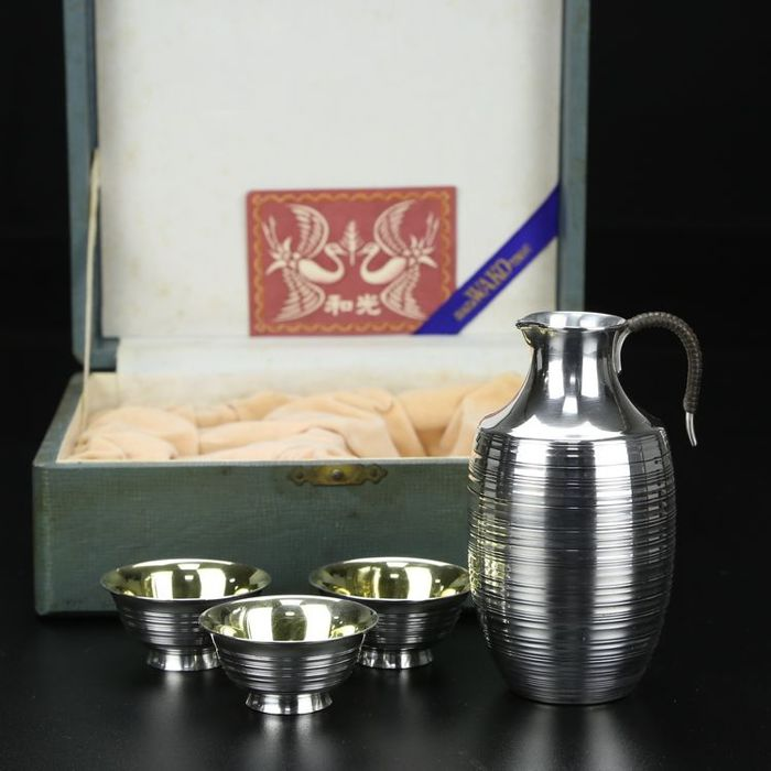 Japanese pure silver gilt hammer marking craft wine glass wine pot with 4 sets.