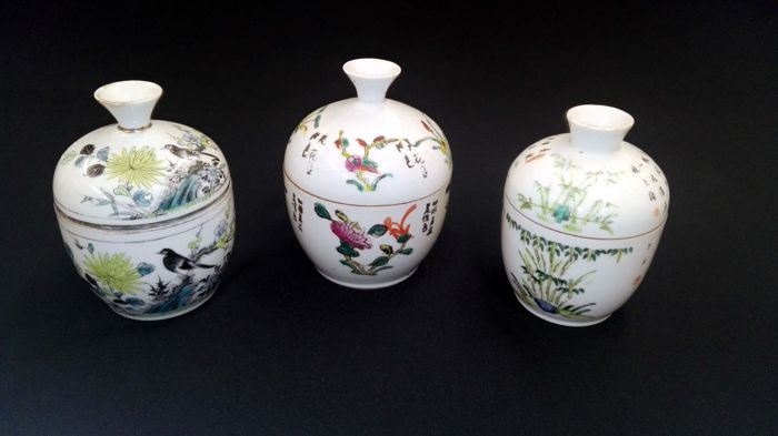 3 vases with lids - China, circa 1920