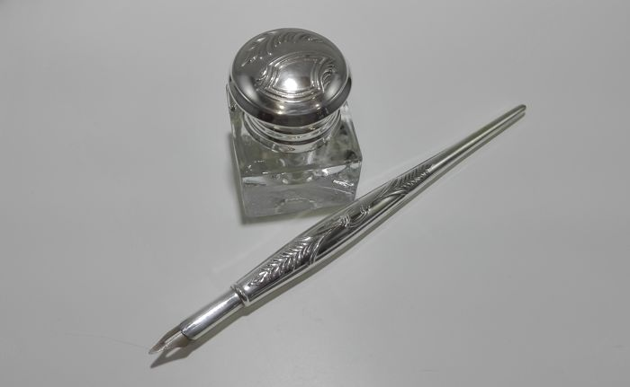 Crystal ink pot with contrasted silver lid 916 Kt - Trim Silver pen Portugal, 40s